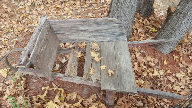 homemade-wheelbarrow-2