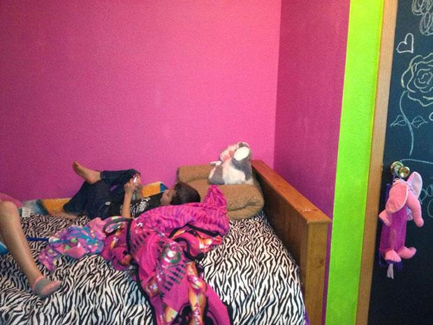twin loft bed  (2)