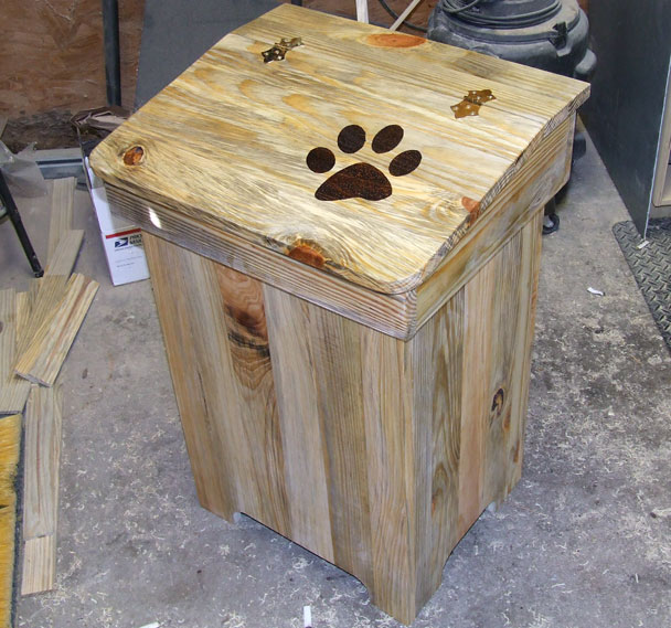 wood trash can (1)
