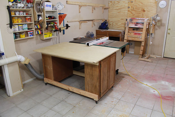 An Easy Table Saw Outfeed Table Design That Can Be