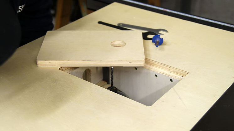 Making a table saw extension wing for a router lift jays custom table saw extension wing router lift 16 keyboard keysfo